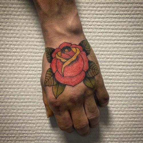 tatuaje tradicional de rosa