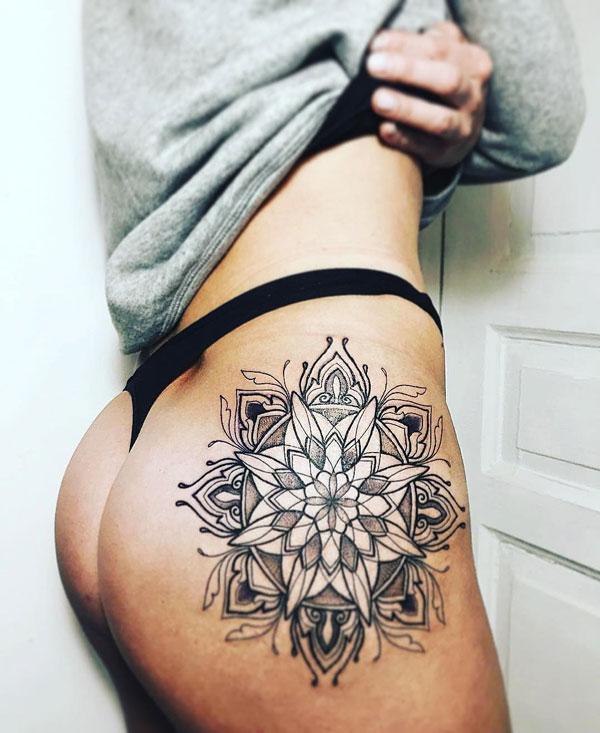 tatuaje en cadera