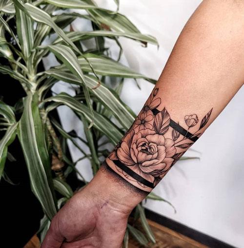 Tatuaje Brazalete en la Muñeca