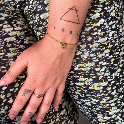 tatuaje con el signo de aire