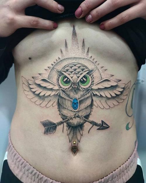 tatuaje de búho en estomago