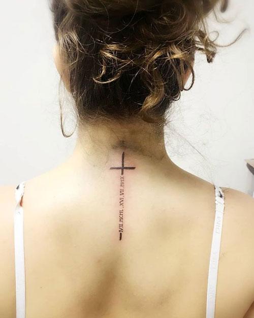 tatuaje números romanos y Cruz