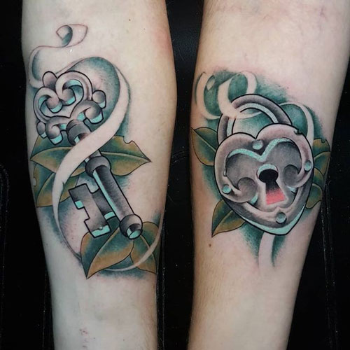 tatuaje de cerradura y llave