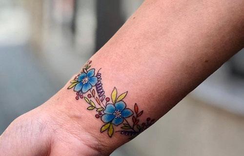 tatuaje pulsera floral