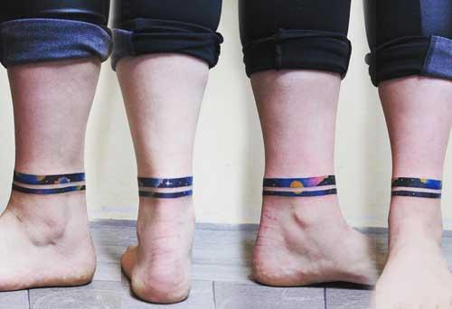 tattoo a color en tobillo