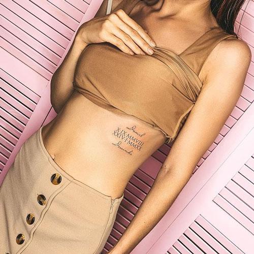tatuaje para mujer números romanos