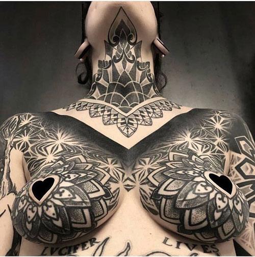 tatuaje pecho para mujer