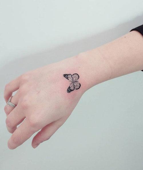 small tattoo de mariposa