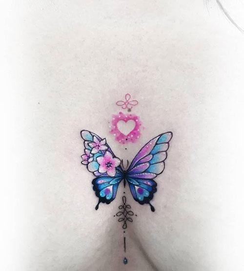 tatuaje pequeño en pecho