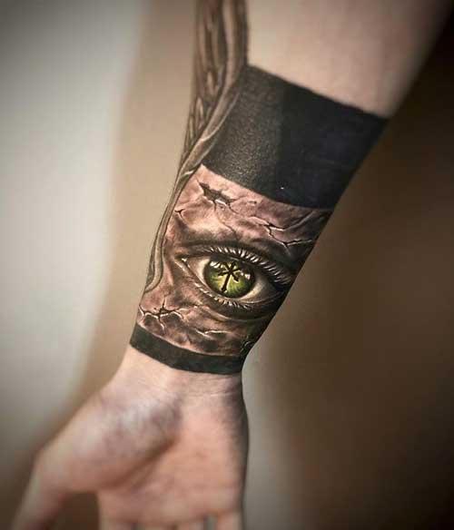 Tatuaje de brazalete con un ojo