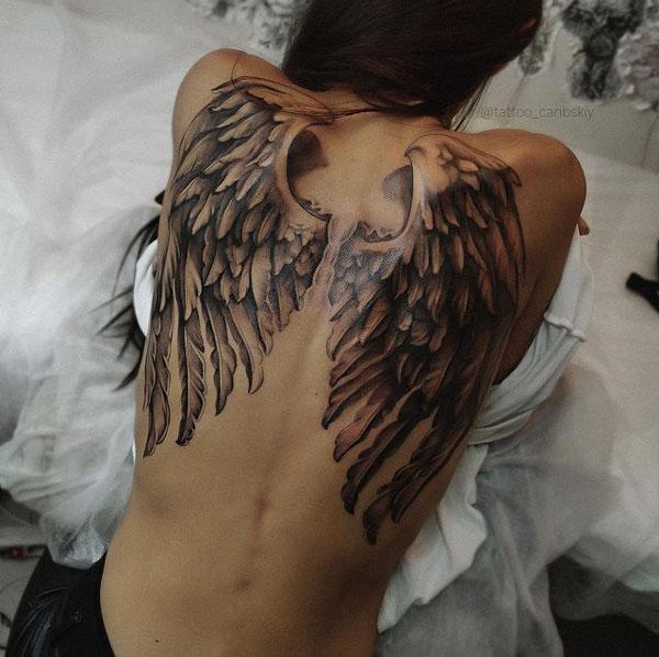 alas tatuadas en espalda