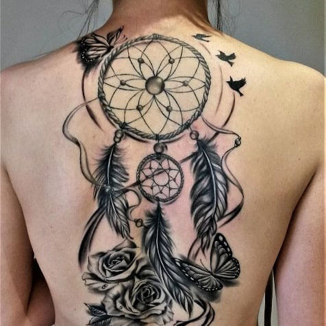 blackwork tattoo atrapasueños