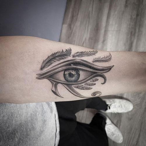 tatuaje en antebrazo ojo de Horus