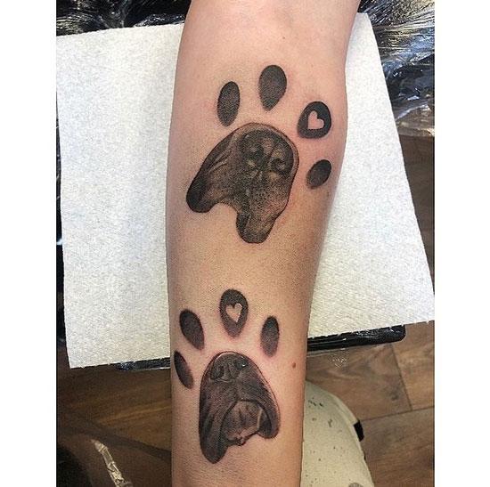 patas de perro en tatuaje