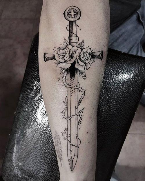 tattoo espada y rosas