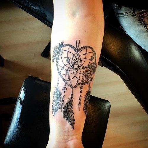 tattoo atrapasueños forma de corazon