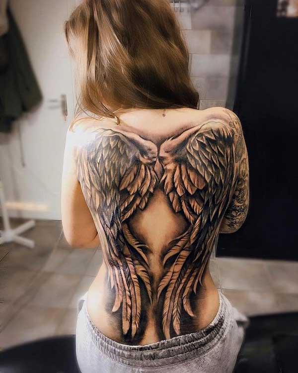 tattoo en espalda para mujer