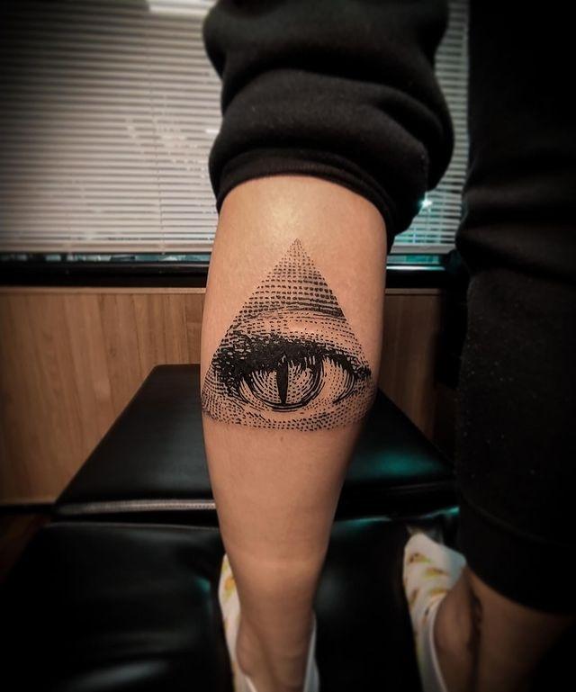 tattoo triangulo illuminati