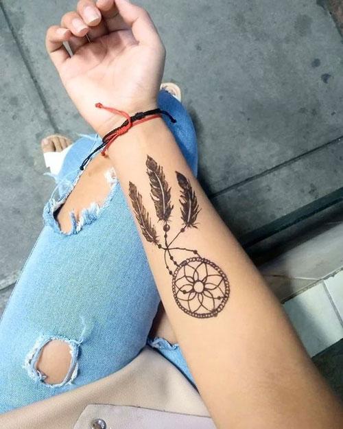 atrapasuenos tatuaje en brazo