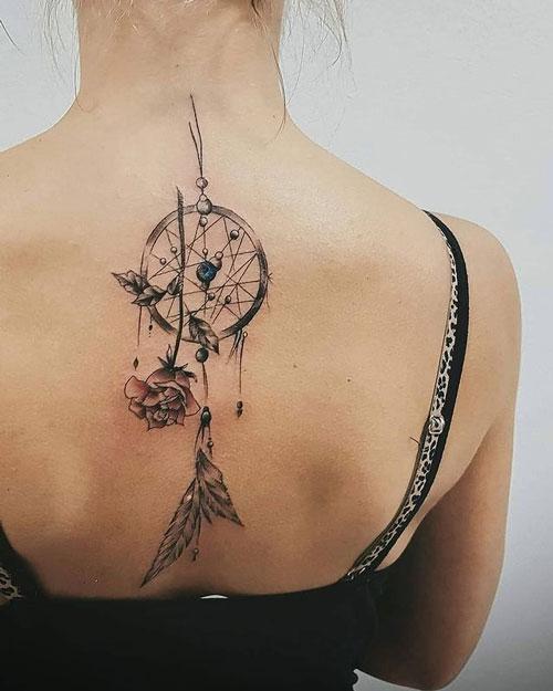 tatuaje atrapasueño y rosa