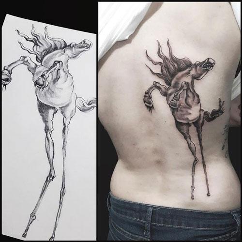 tatuaje basado en obra de Dali