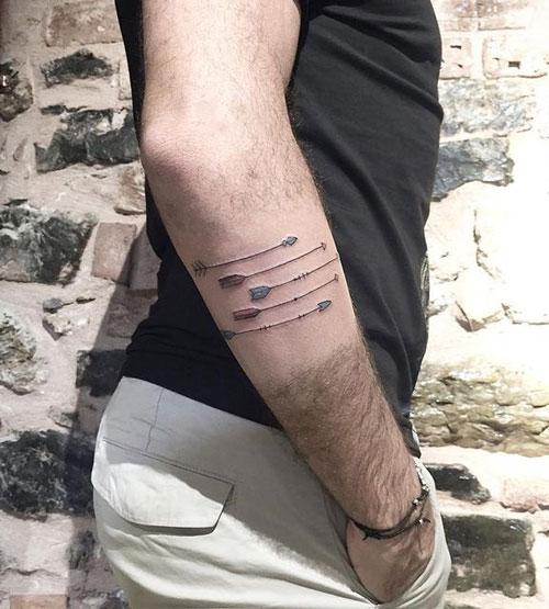 tatuaje color flechas