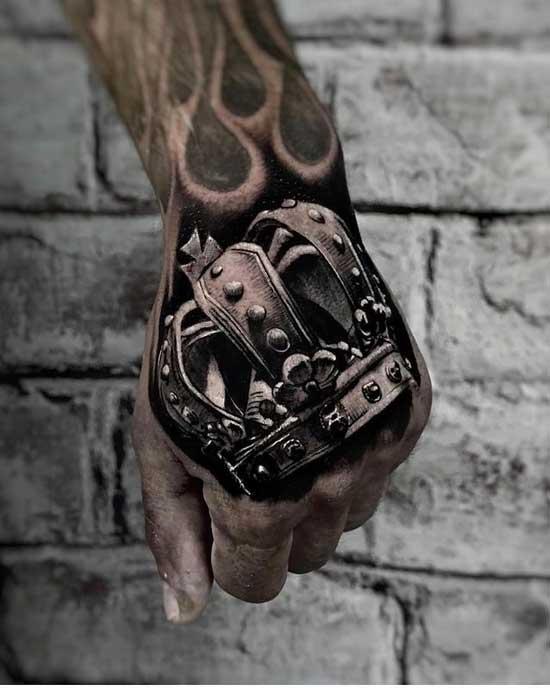 tatuaje corona realismo