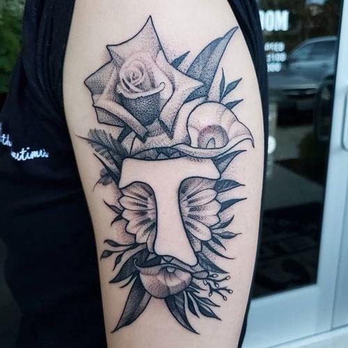 tatuaje cruz tau
