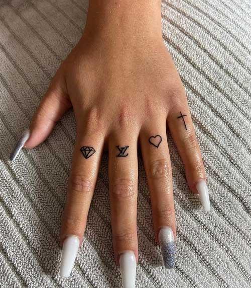 tatuaje de diamante en la mano