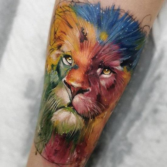 tatuaje a color de leon