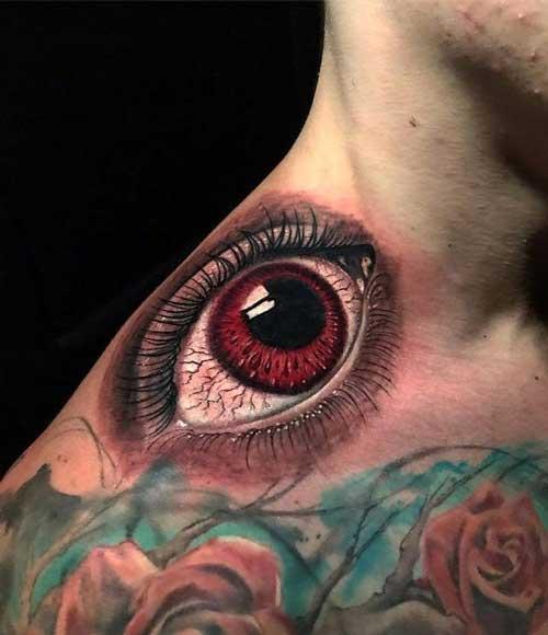 tatuaje de ojo en el hombro