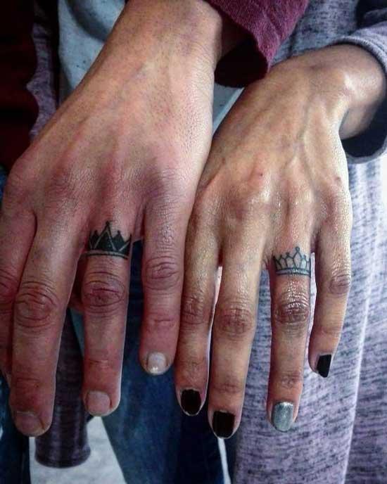 tatuaje de parejas en dedos