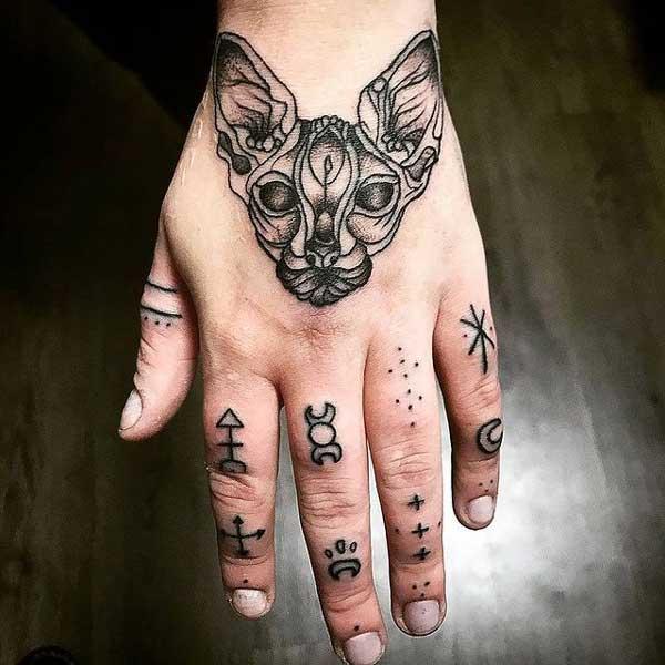 tatuaje dedos y mano