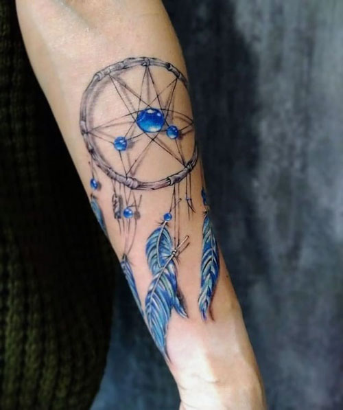tatuaje en azul atrapasueños