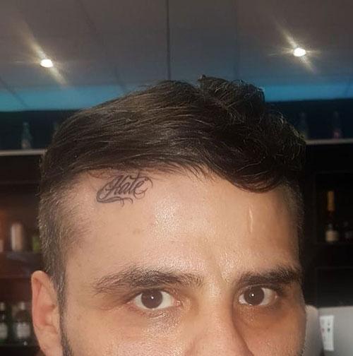 tatuaje en la frente
