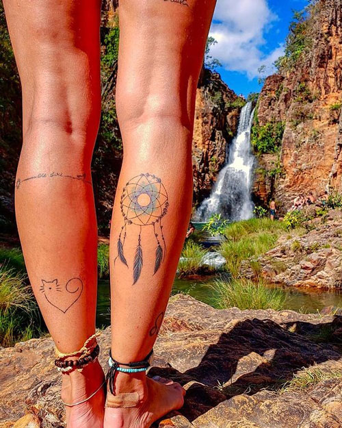 tatuaje en pantorrilla atrapasueños