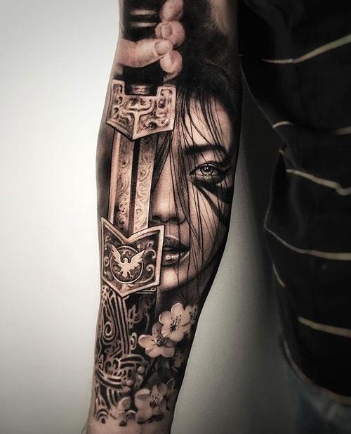 tatuaje espada y amazona