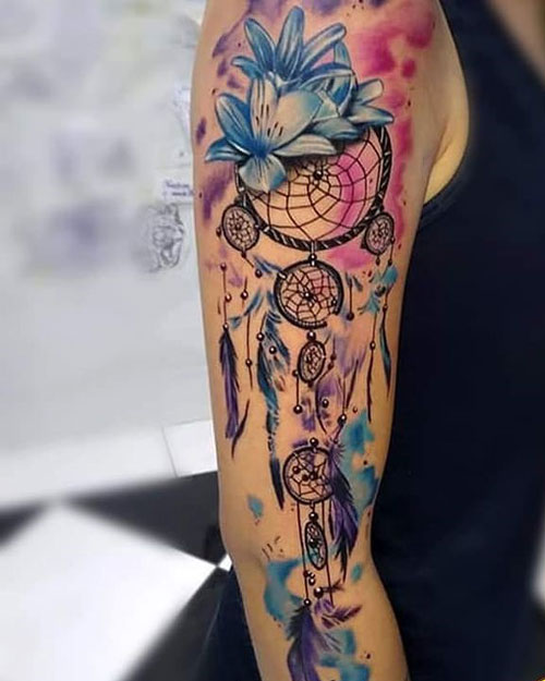 tatuaje estilo acuarela atrapasueños