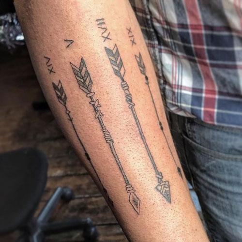 tatuaje flechas y numeros