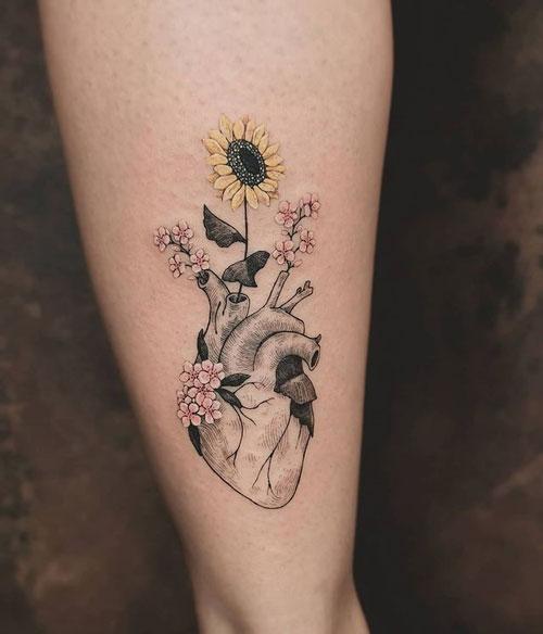 tatuaje girasol en pantorrilla