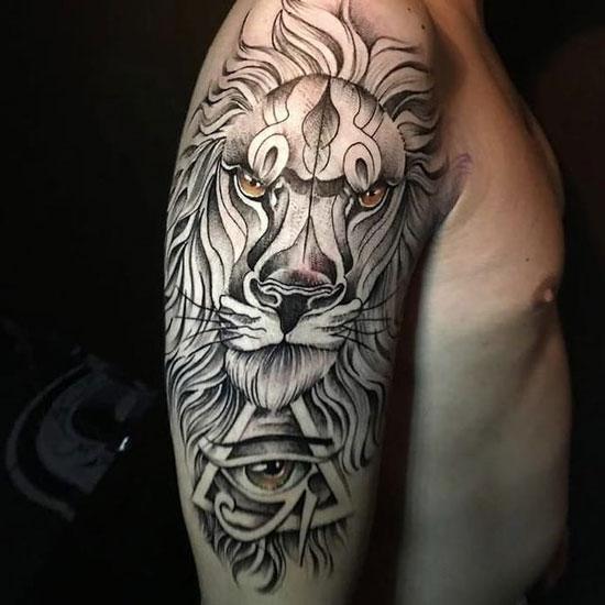 tatuaje de león en hombro