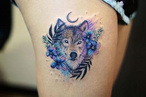 tatuaje a color de lobo