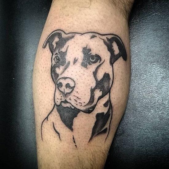 tatuaje negro y gris pitbull