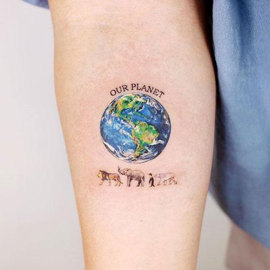 tatuaje planeta tierra