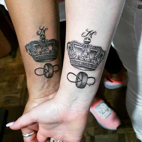 tatuaje para parejas de coronas