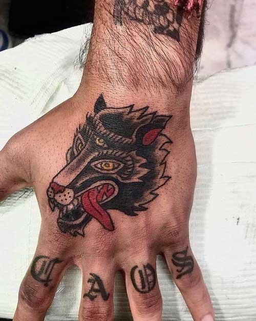 tattoo tradicional de un lobo
