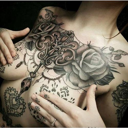 Tattoo en boobs
