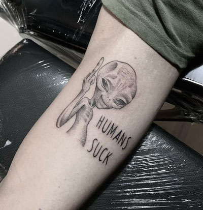 alien grey tatuaje