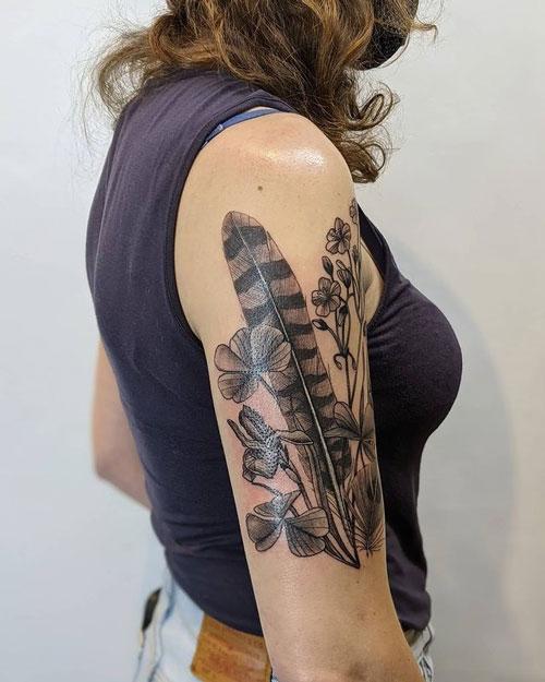 tatto de pluma de halcon