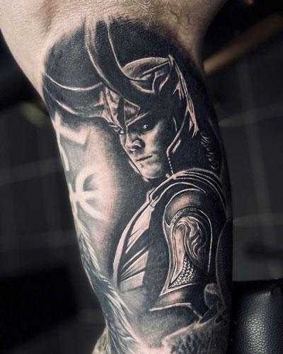 tatto vikingo de loki